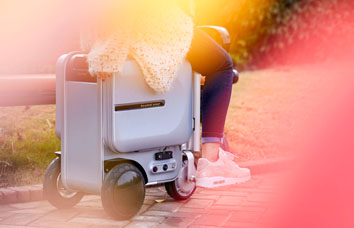 Airwheel Se3 riding luggage