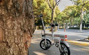 Airwheel R6 pedal assist bike