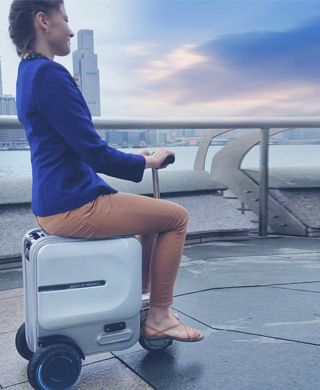 Airwheel SE3 fully functional drag-along suitcase